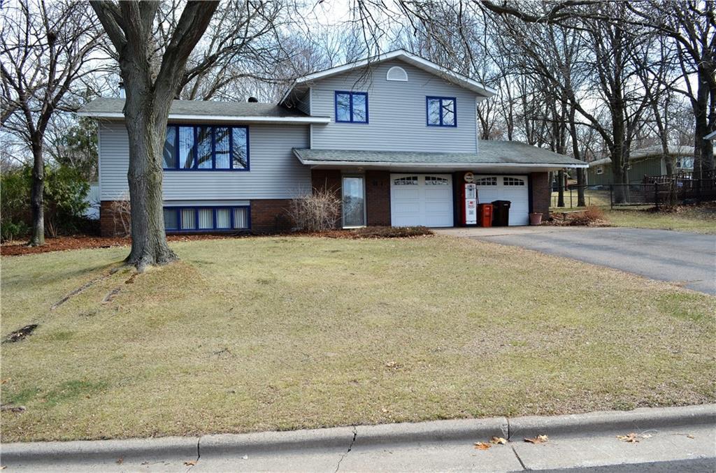 1111 5th Street E Property Photo