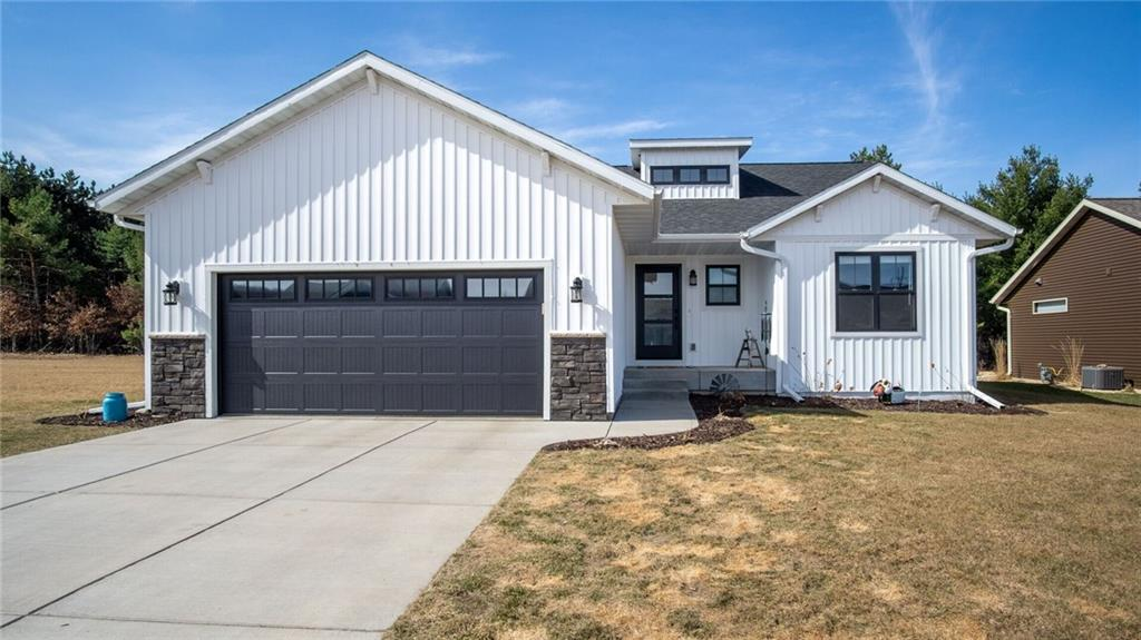 770 Kayson Place Property Photo - Altoona, WI real estate listing