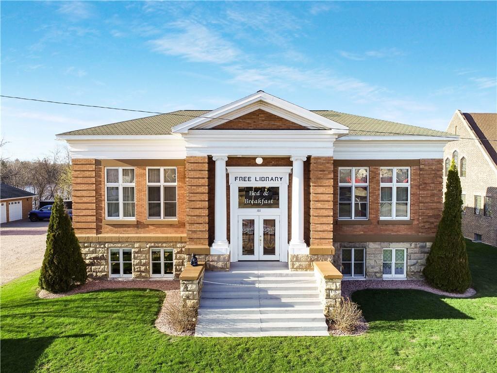101 Lake Avenue E Property Photo