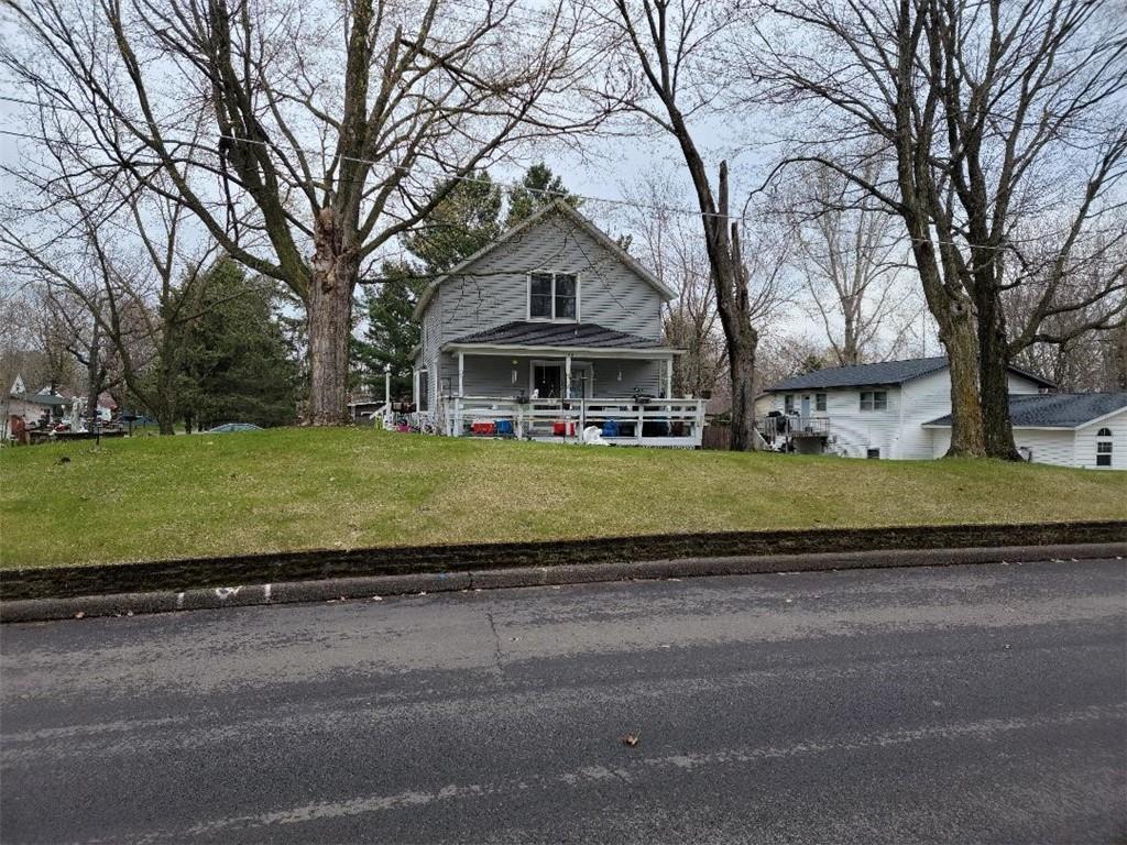 134 Pine Street N Property Photo