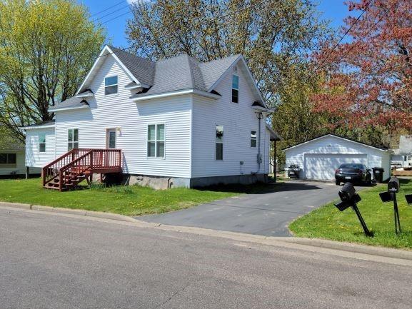 121 N Maple Street Property Photo 1