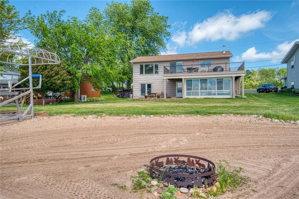 912 N Lake Drive Property Photo 1