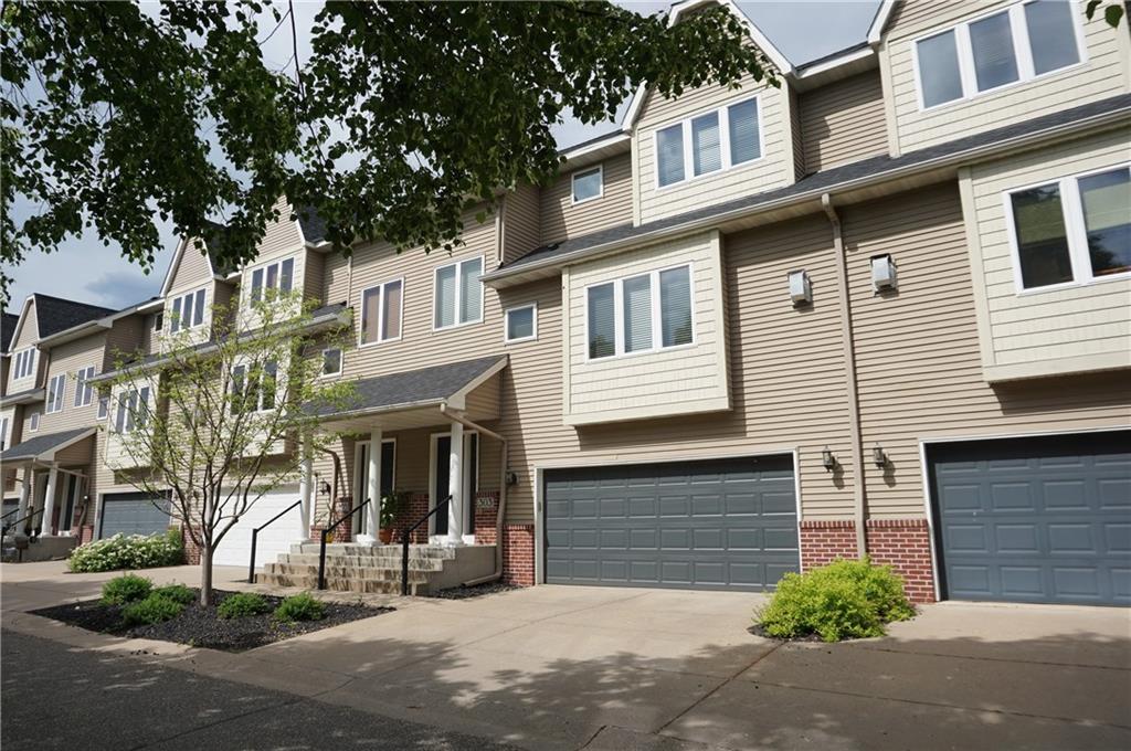 303 Oak Street Property Photo
