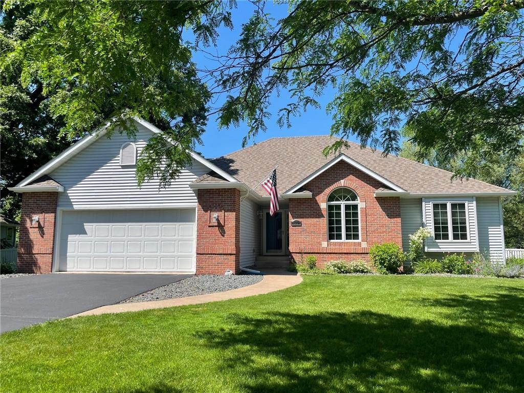 529 Elm Avenue W Property Photo