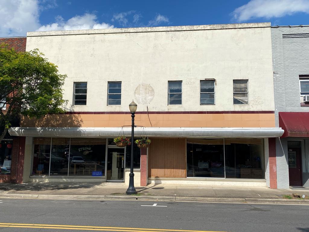 213/215 S Main Street Property Photo