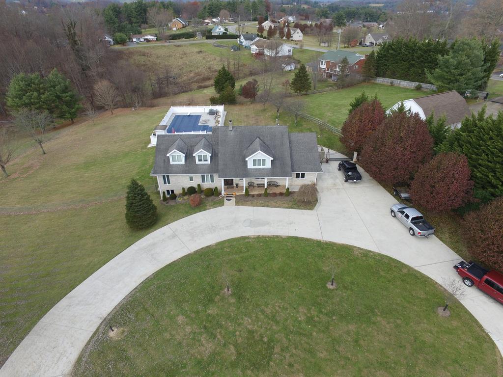 102 Heritage Drive Property Photo