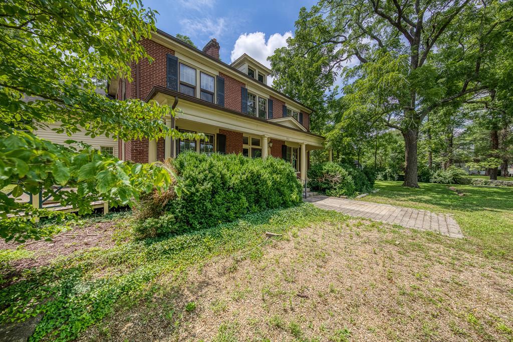 350 Main Street Property Photo