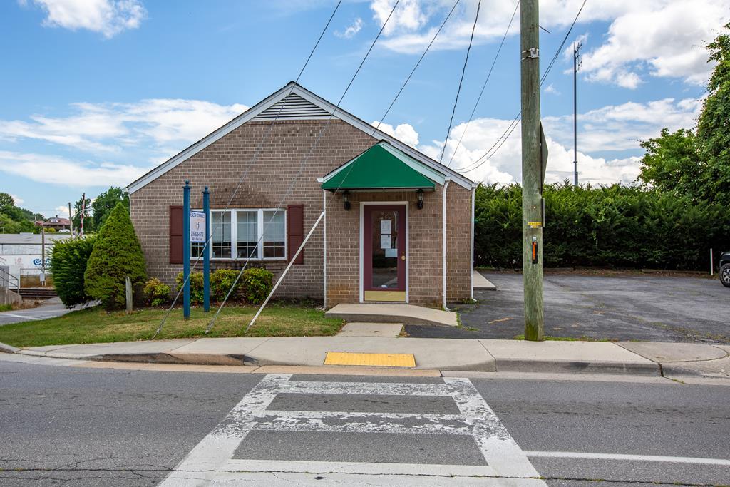 460 Main Street Property Photo