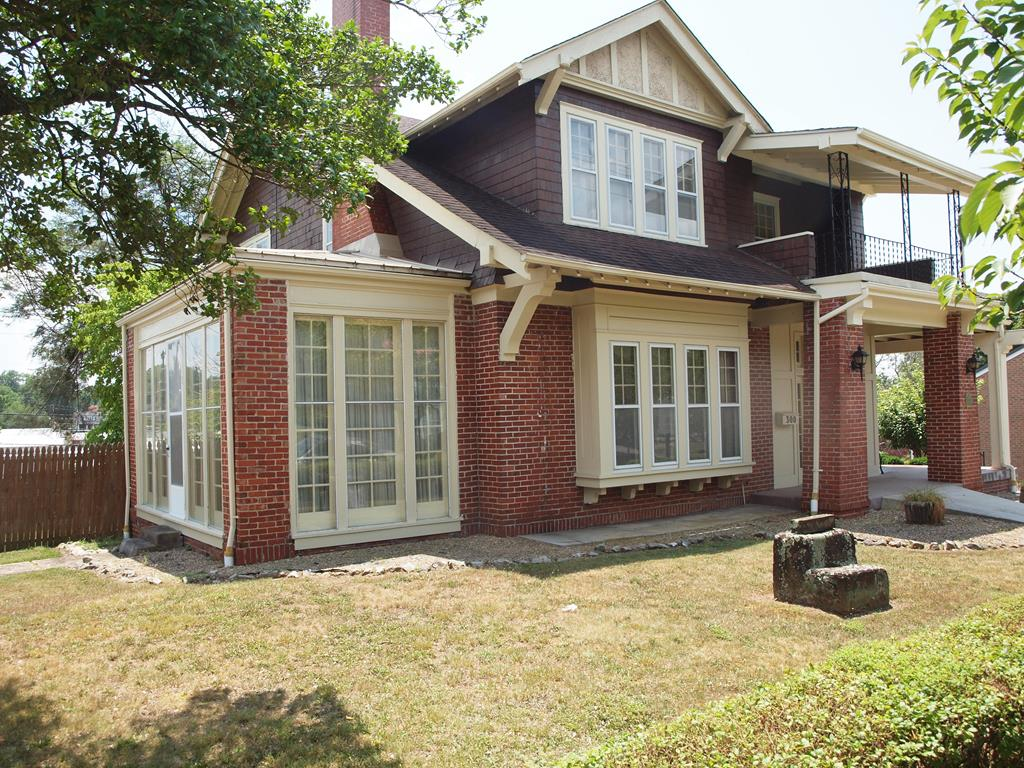 300 W Valley Street Property Photo 1