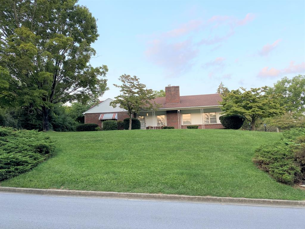 219 Magnolia St Property Photo 1