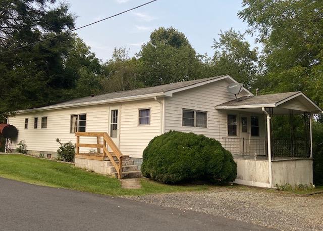 215 Grayson Ave Property Photo