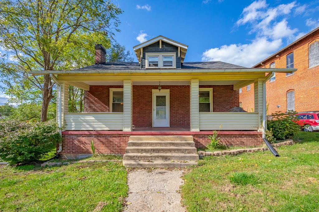233 W Cherry St Property Photo