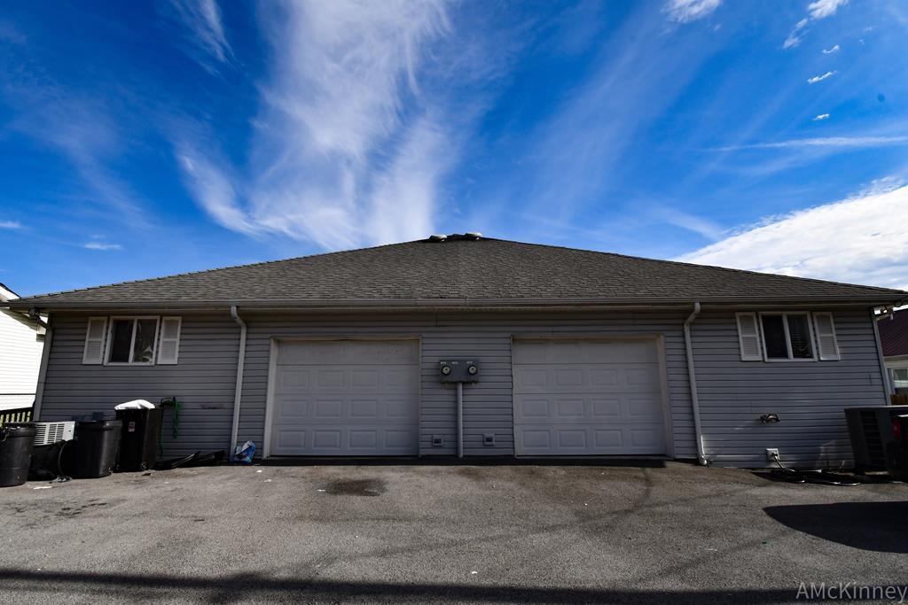 720 Oriole St Property Photo