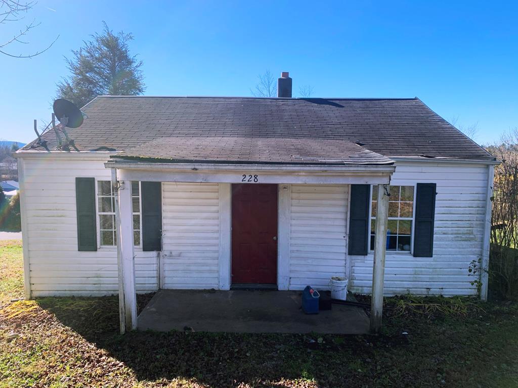 228 Hilltop Dr. Property Photo