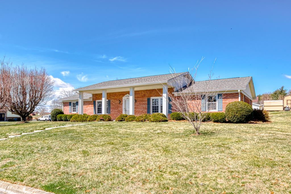 610 Rolling Hills Dr Property Photo
