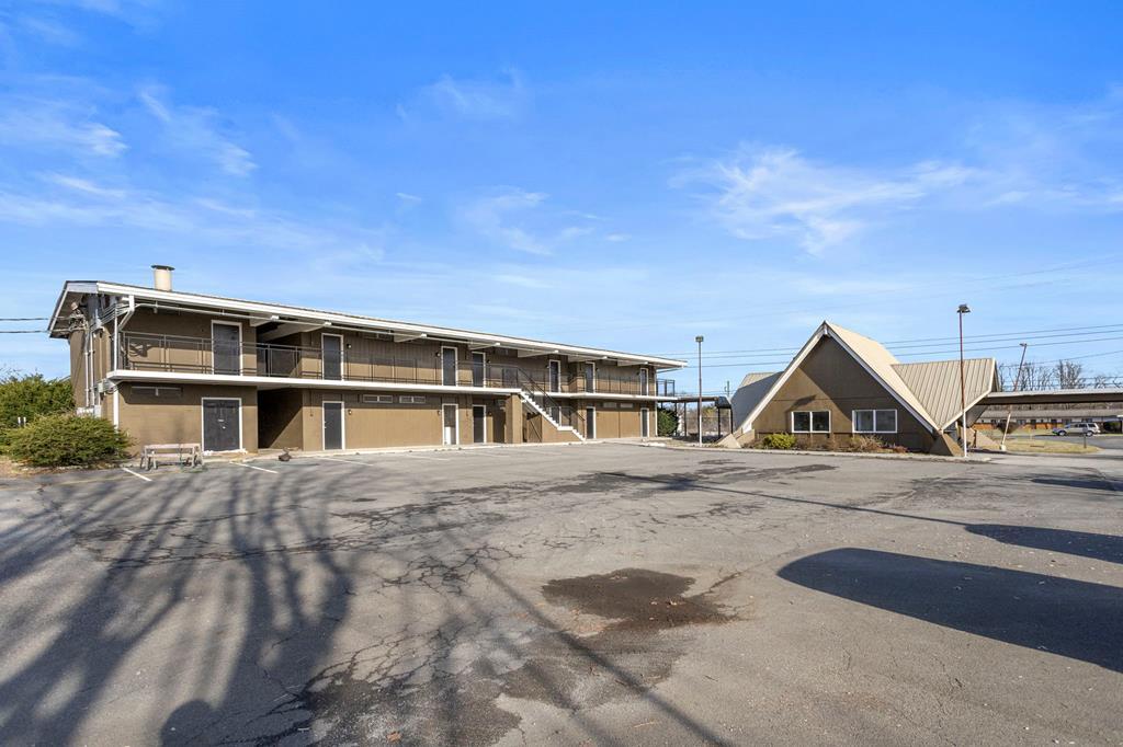 15589 Lee Highway Property Photo 1