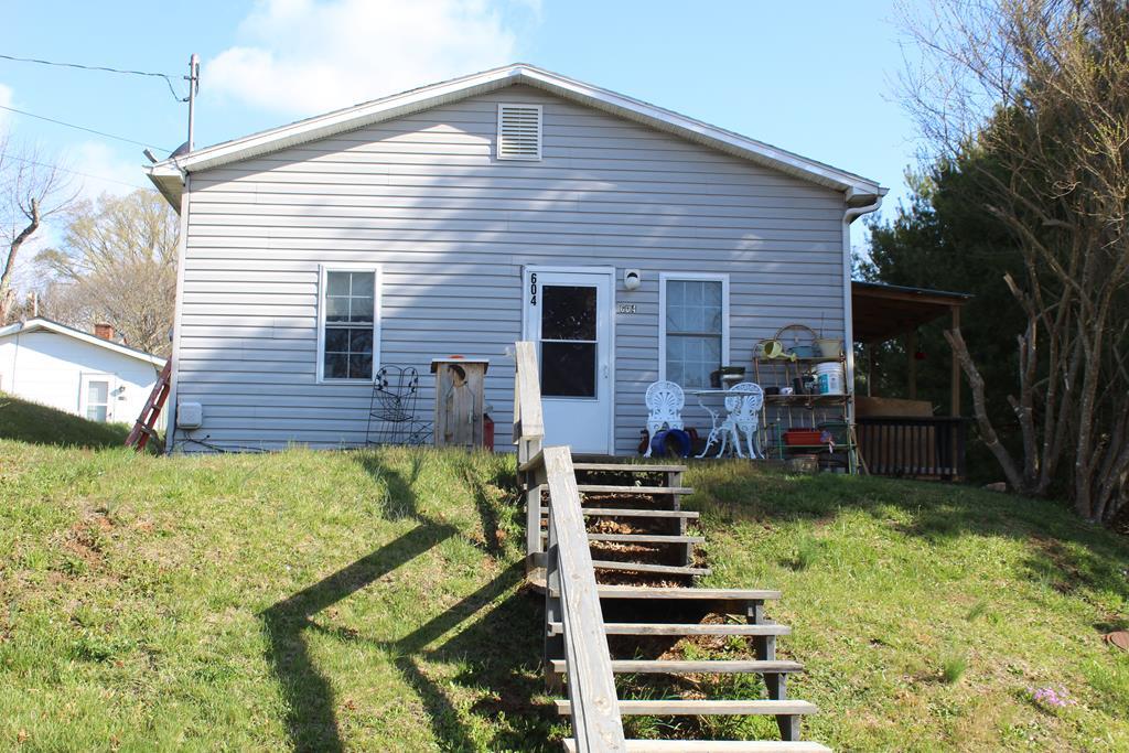 604 W W. Center St Property Photo
