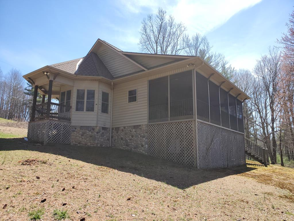 667 Rhododendron Ln Property Photo 1