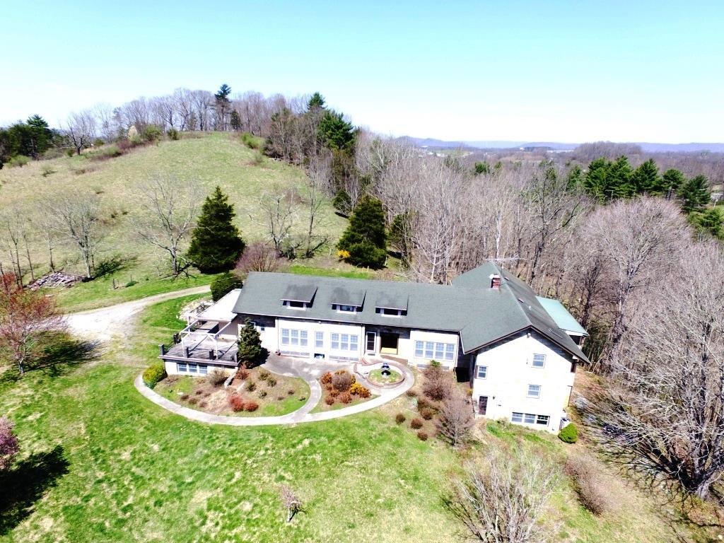 300 Echo Valley Road Property Photo