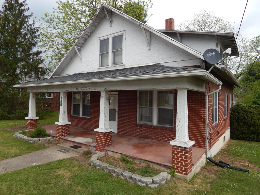 211 Parkwood Property Photo 1