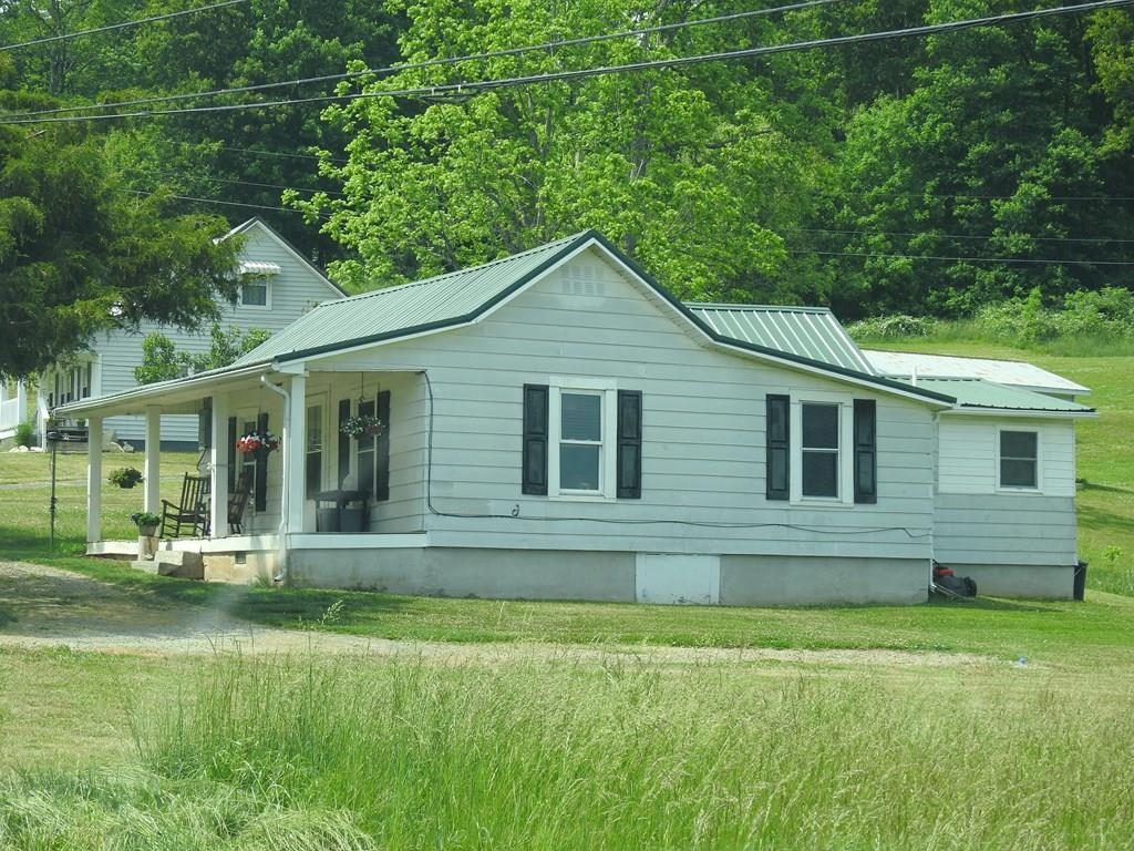 438 Airport Rd Property Photo 1