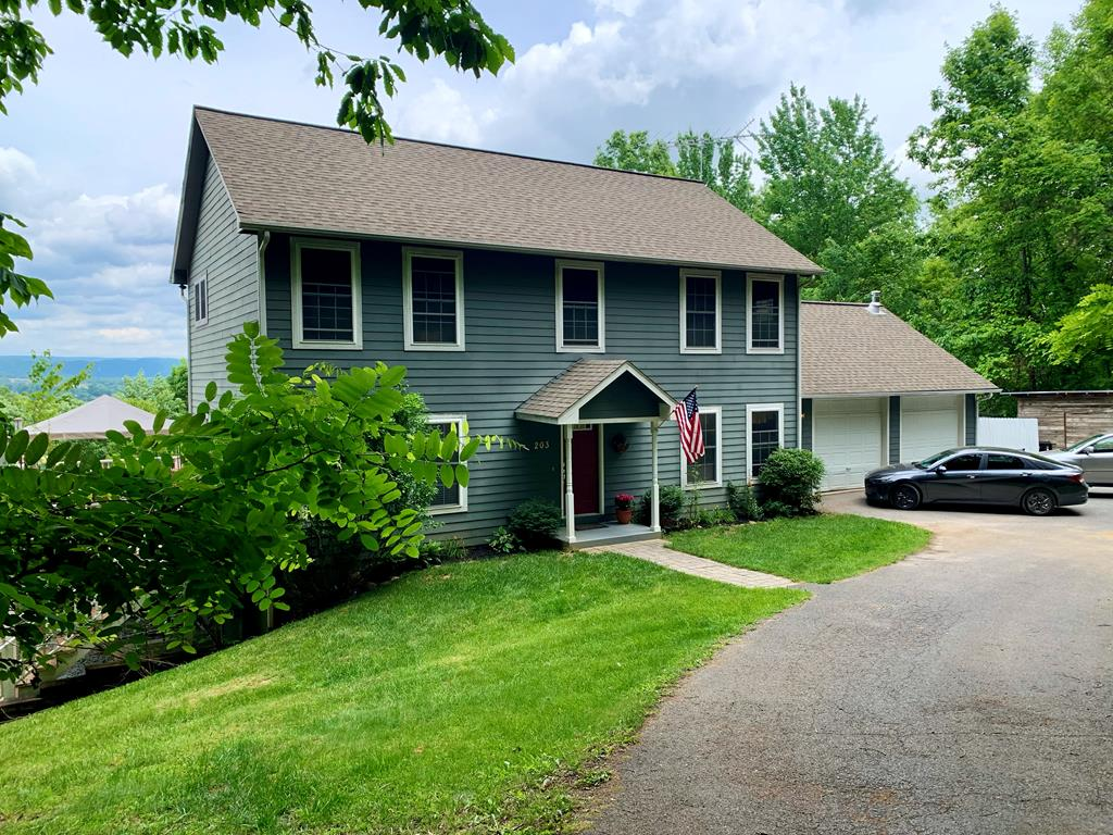 203 Homestead Ln Property Photo 1