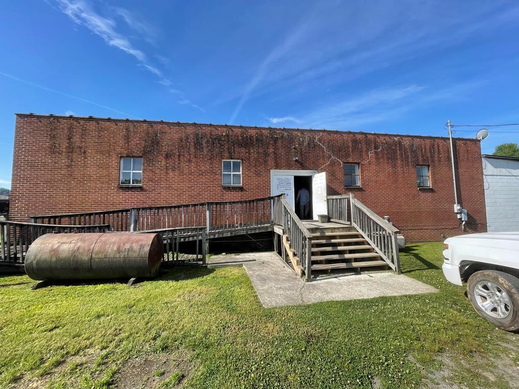 111 Depot Ave Property Photo