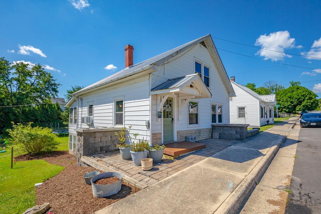 585 W Spiller St. Property Photo 1