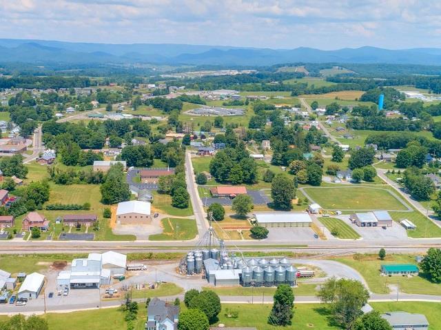 208 E Baumgardner Ave Property Photo 1