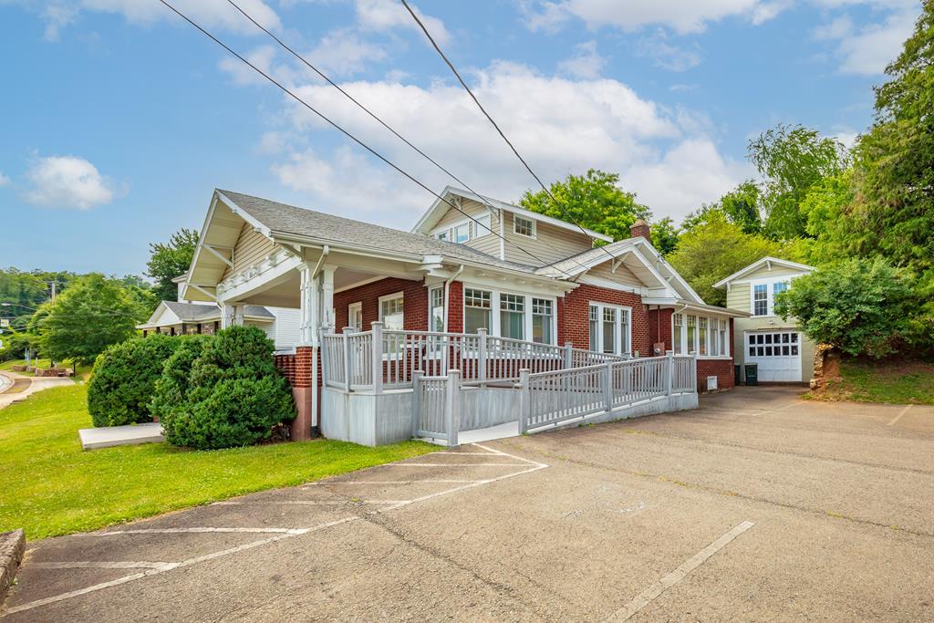 104 E Stuart Drive Property Photo