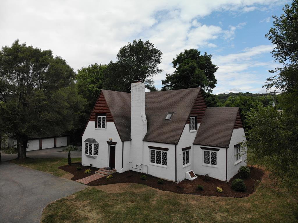 225 Park Blvd Property Photo 1