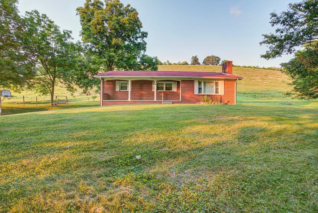 1110 Mount Holston Property Photo 1
