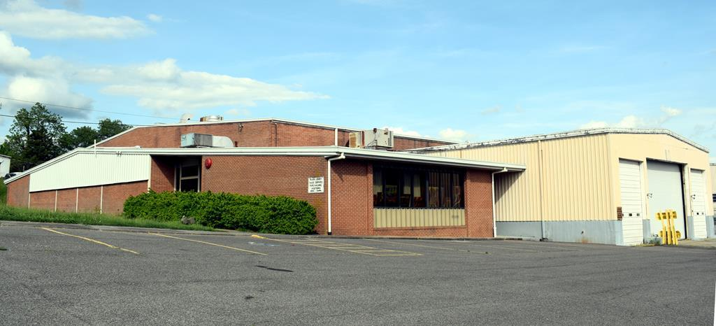 345 E Marshall St Property Photo 1
