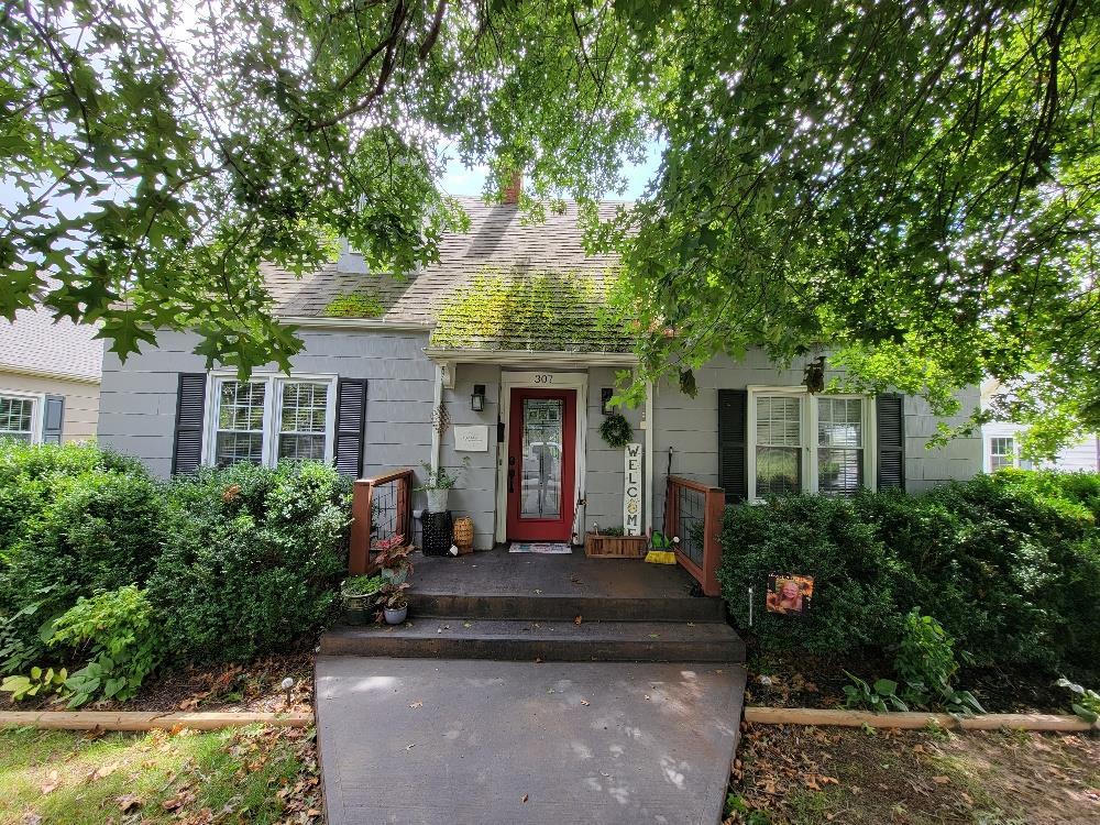 307 Parkwood Dr Property Photo 1