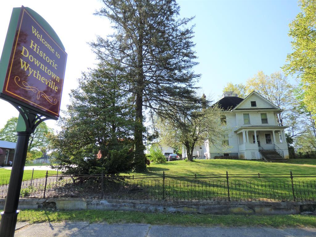 675 W Main Street Property Photo 1