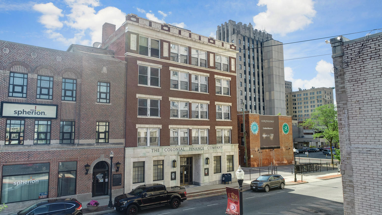 212 N Elizabeth Street Property Photo