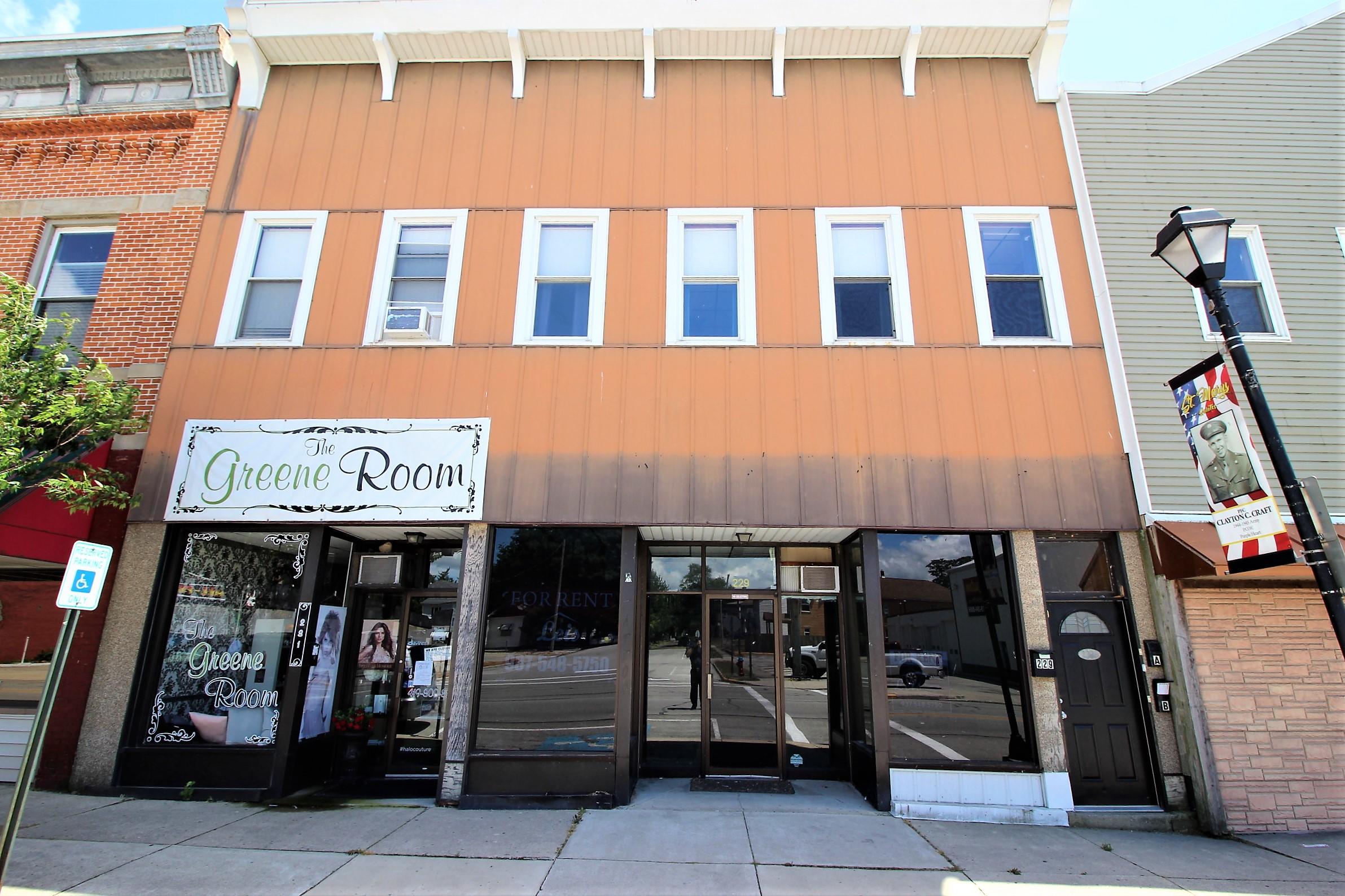 229 E Spring Street Property Photo