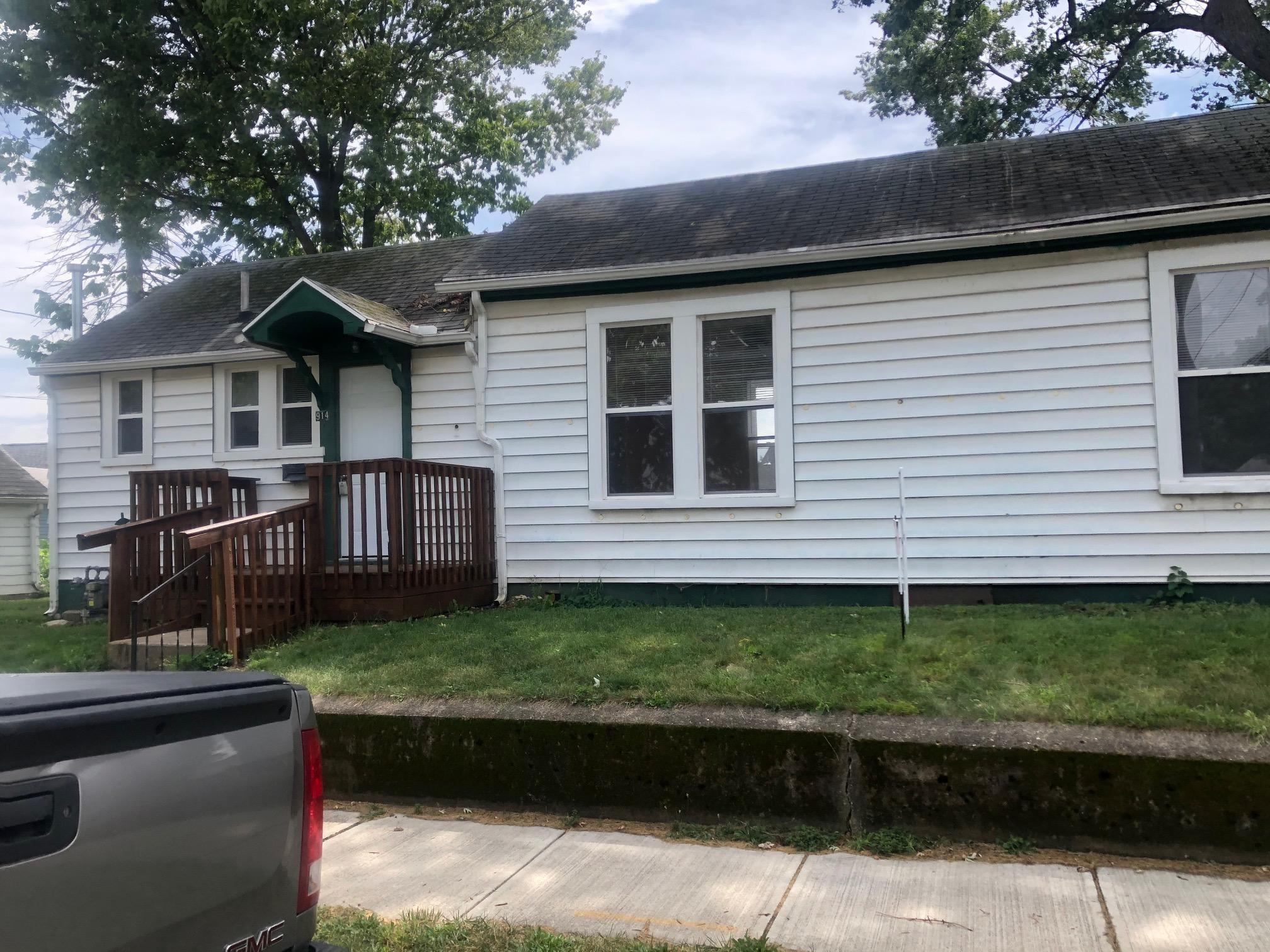 914 W Water Street Property Photo 1