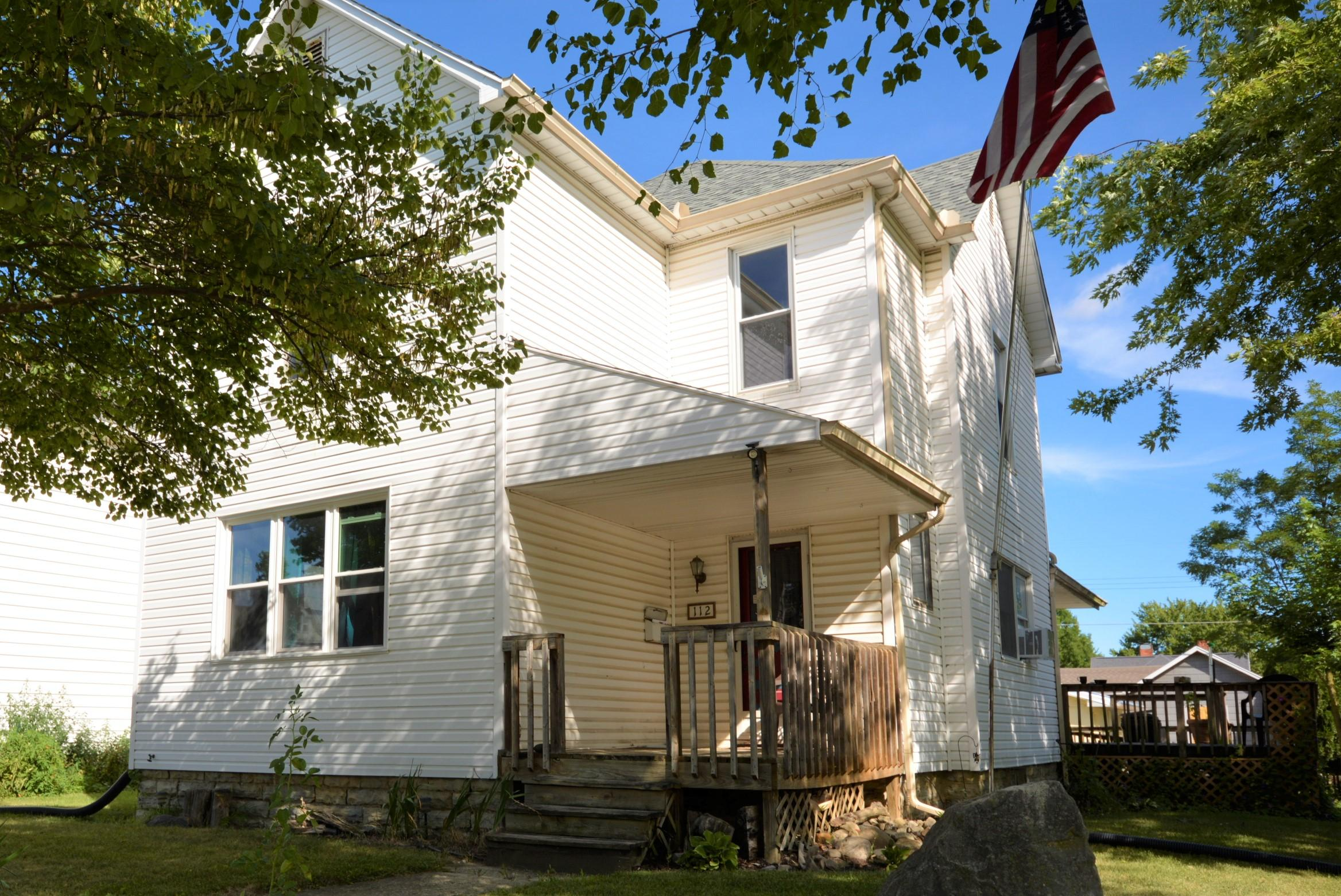 112 E Benton Street Property Photo