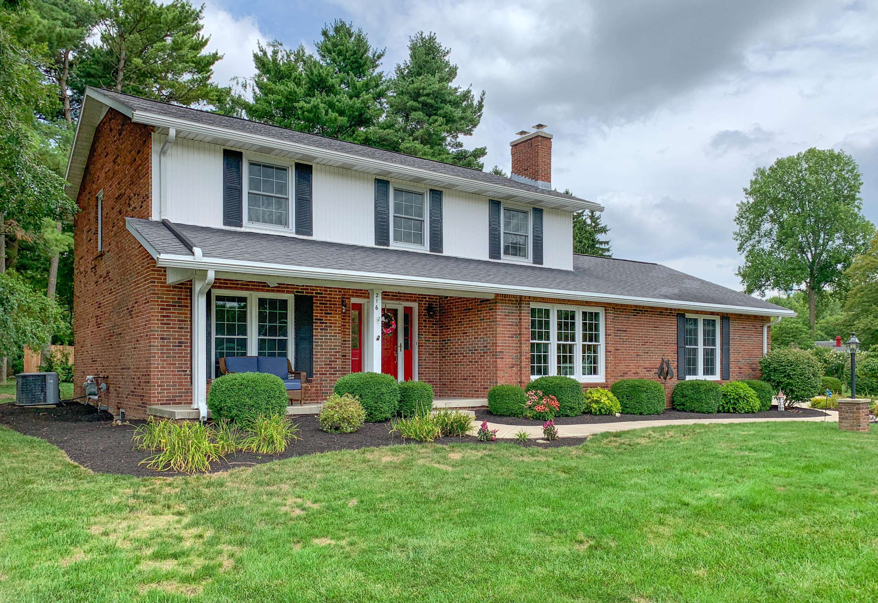 216 Camelot Drive Property Photo - Urbana, OH real estate listing