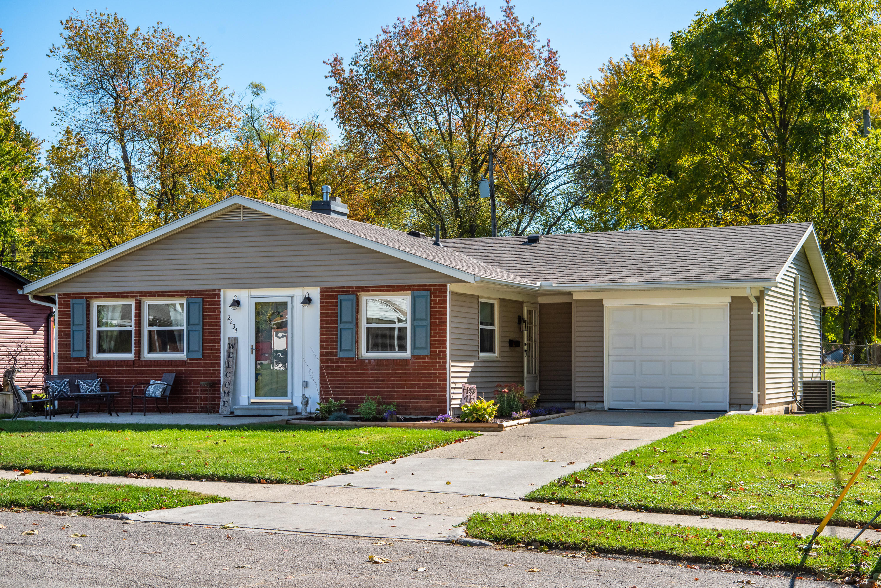 2234 Duquesne Drive Property Photo - Springfield, OH real estate listing