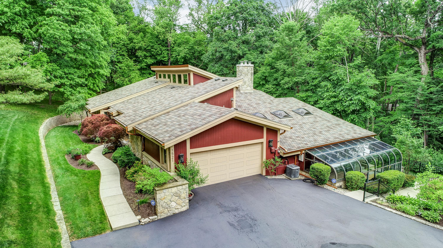 1521 Runnymede Road Property Photo - Oakwood, OH real estate listing