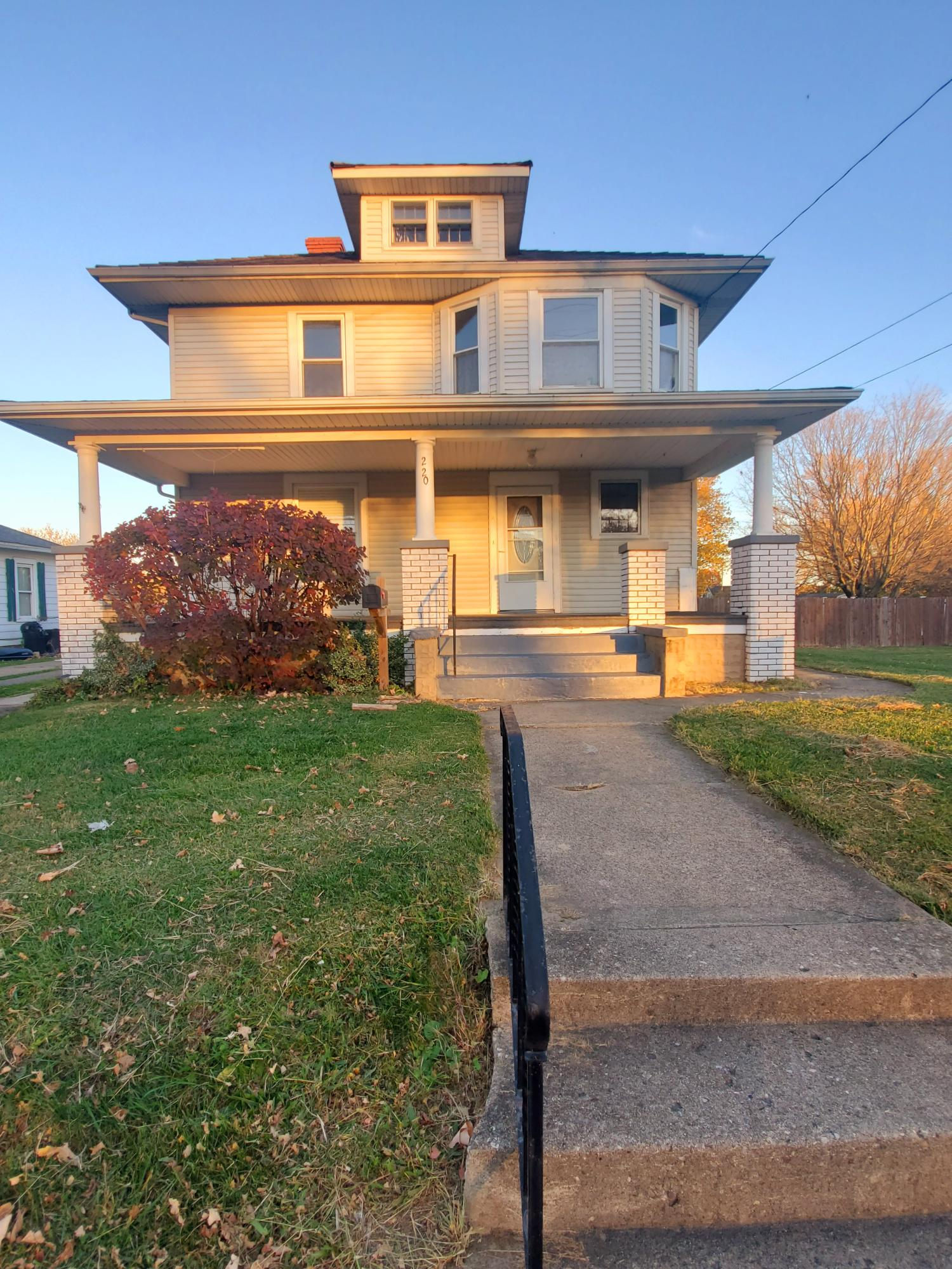 220 N Burnett Road Property Photo
