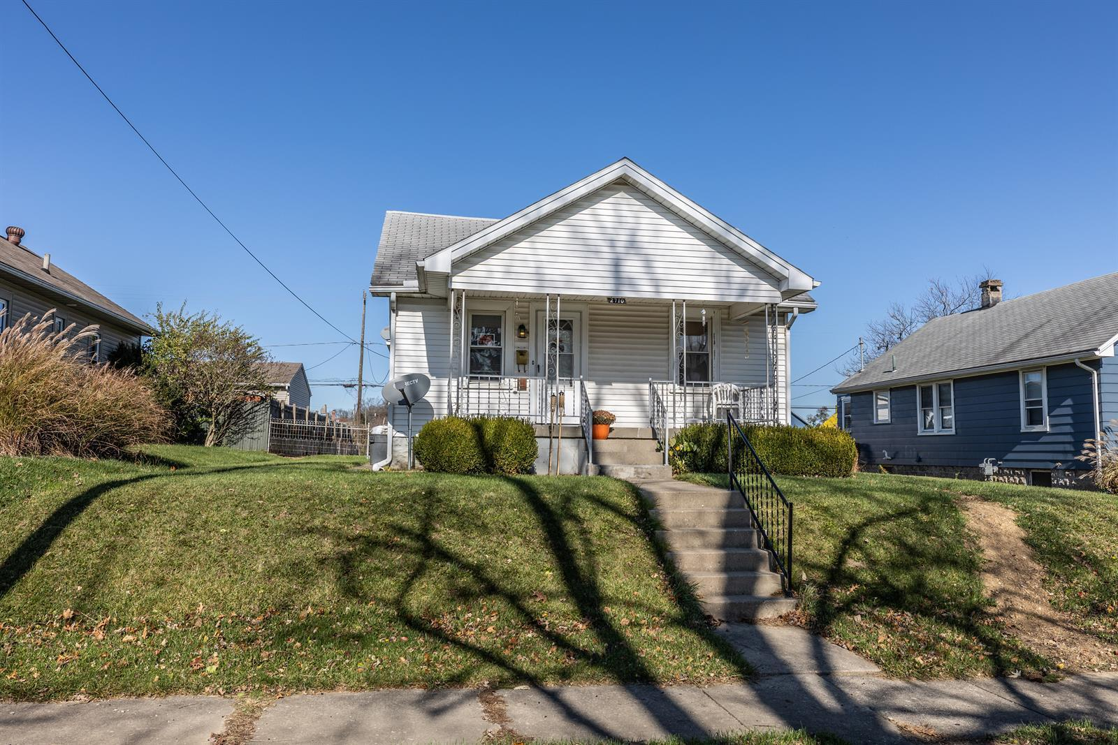 2710 Maplewood Avenue Property Photo