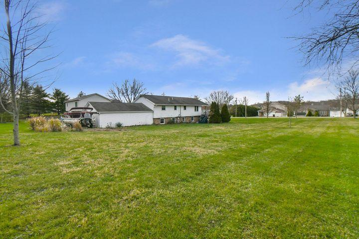 1135 E Choctaw Drive Property Photo - London, OH real estate listing