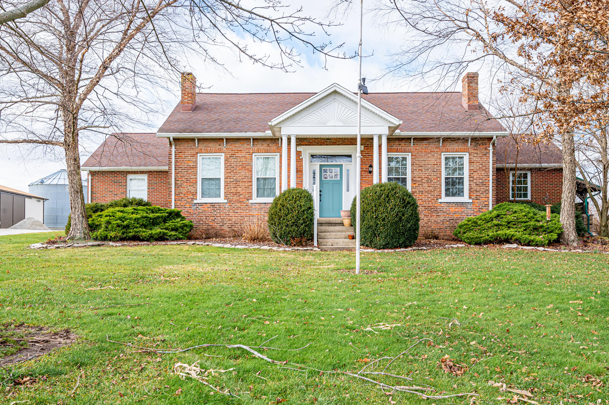 1027 Newlove Road Property Photo - South Charleston, OH real estate listing