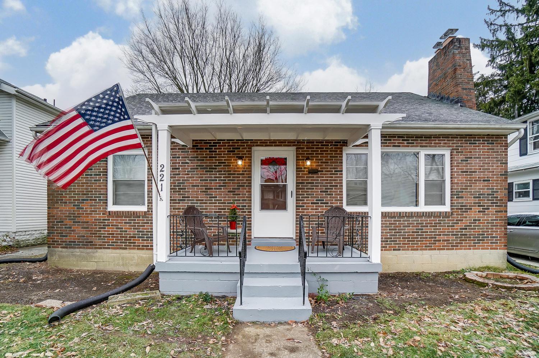 221 W Parkwood Avenue Property Photo