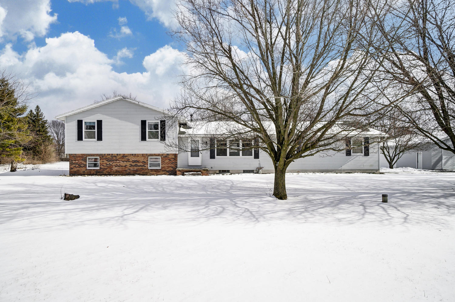 9240 Haber Road Property Photo - Clayton, OH real estate listing