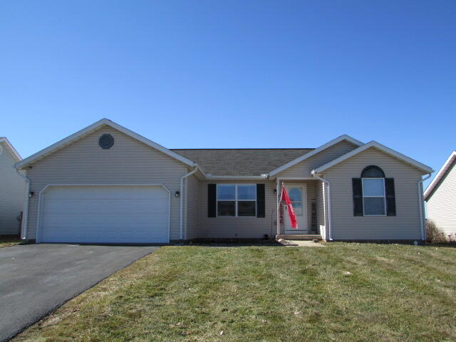 213 Overlook Court Property Photo - South Charleston, OH real estate listing