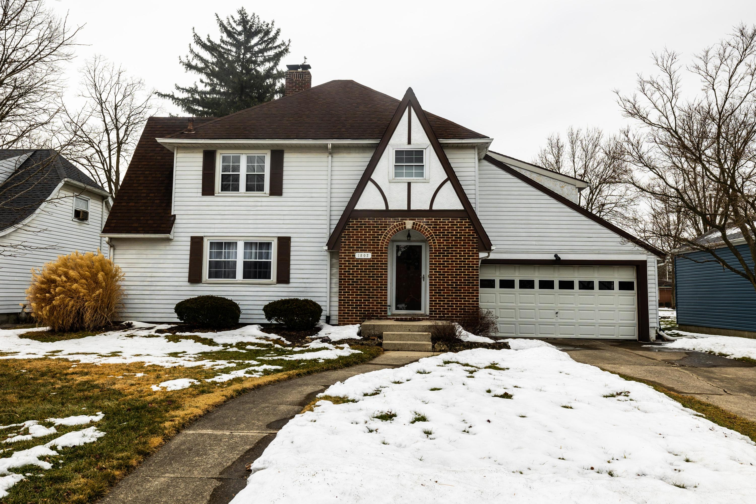 1802 Walnut Terrace Property Photo - Springfield, OH real estate listing